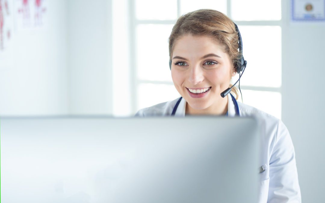 young woman telephoning with a headset sitting in front of a computer, valantic SAP Services