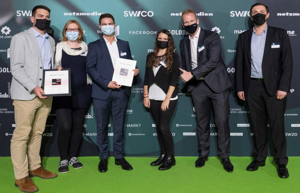 """Winterhalter + Fenner and valantic win the """"Best of Swiss Web"""" award in the """"Digital Commerce"""" category. The project team (from L to R): Philipp Guidetti, Daniela Heidt, Reto Rutz, Naomi Plantera, Alexander Zoulkowski, and Hendrik Küppers"""