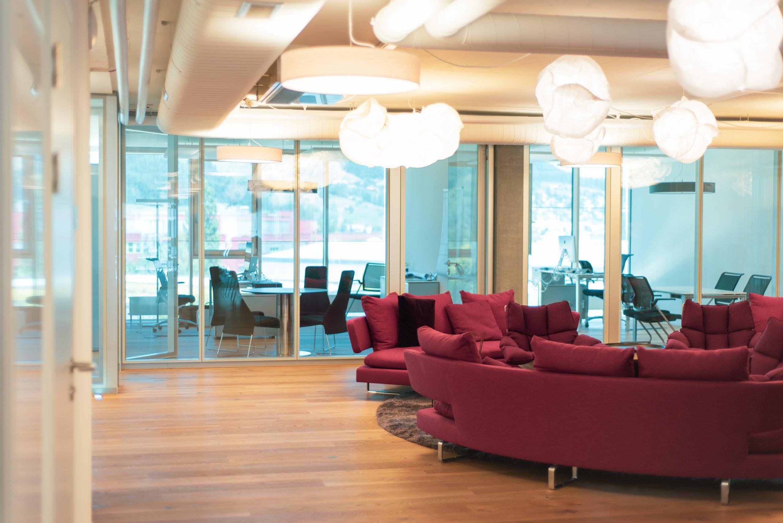 Bild eines Aufenthaltsraums, valantic Niederlassung Customer Engagement & Commerce (CEC) Schweiz in St. Gallen