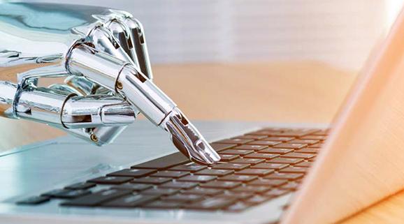 Bild einer Roboterhand die etwas in eine Tastatur tippt, valantic Conversational AI Bots
