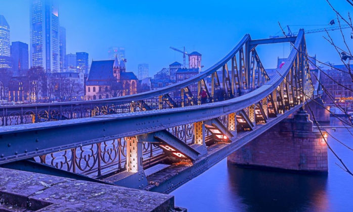 Image of a bridge in Frankfurt, HighQ becomes valantic Financial Services