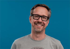 Hier sehen Sie ein Portrait von Lars Schubert, Geschäftsführer von graphomate