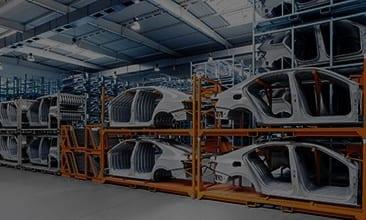 Bild von Autoteilen in einem Lager, valantic Prozessoptimierung OEM und Lieferanten