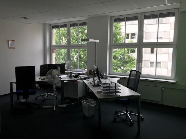 Bild von Schreibtischen in einem Büro, Proc-IT Fürth valantic