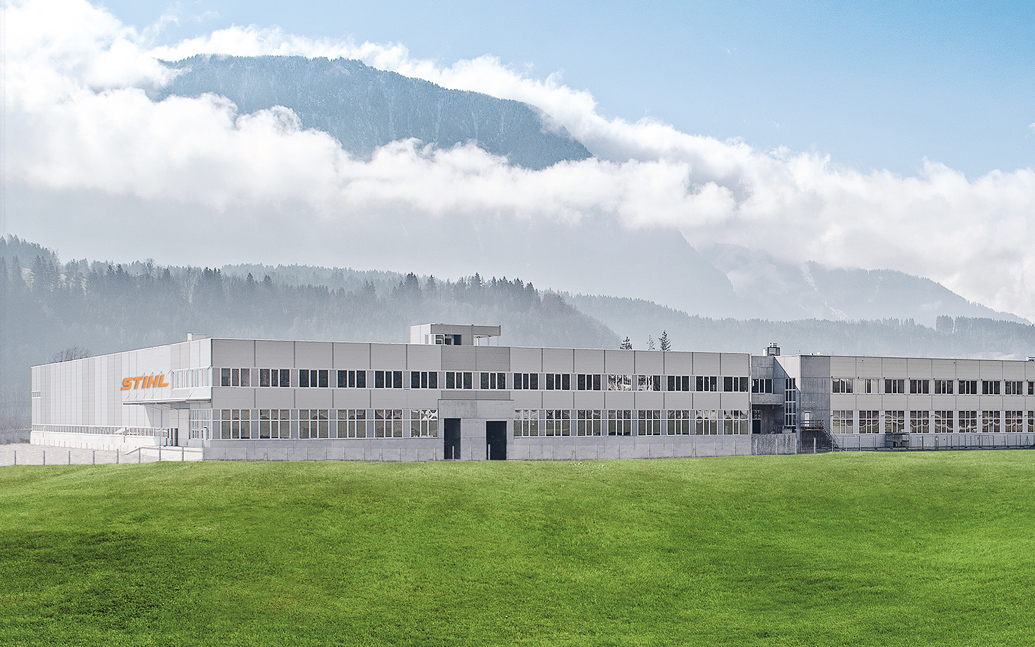 Bild der Gebäude von STIHL Tirol auf dem Firmengelände in Langkampfen, valantic Kunde