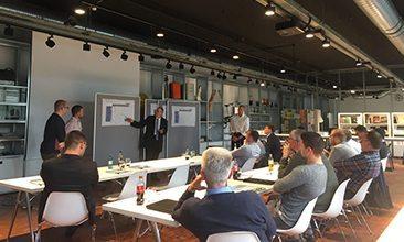 Bild von Personen in einer Besprechung, valantic Supply Chain Excellence Day bei ERCO