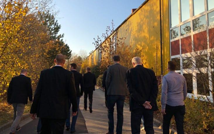 Bild von gehenden Personen, valantic Supply Chain Excellence Day bei MEKRA