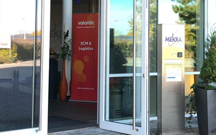 Eingangstür eines Gebäudes, valantic Supply Chain Excellence Day bei MEKRA