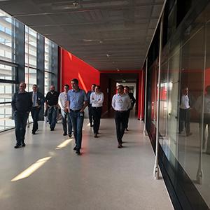 Bild von gehenden Personen, valantic Supply Chain Excellence Day bei SEW Eurodrive
