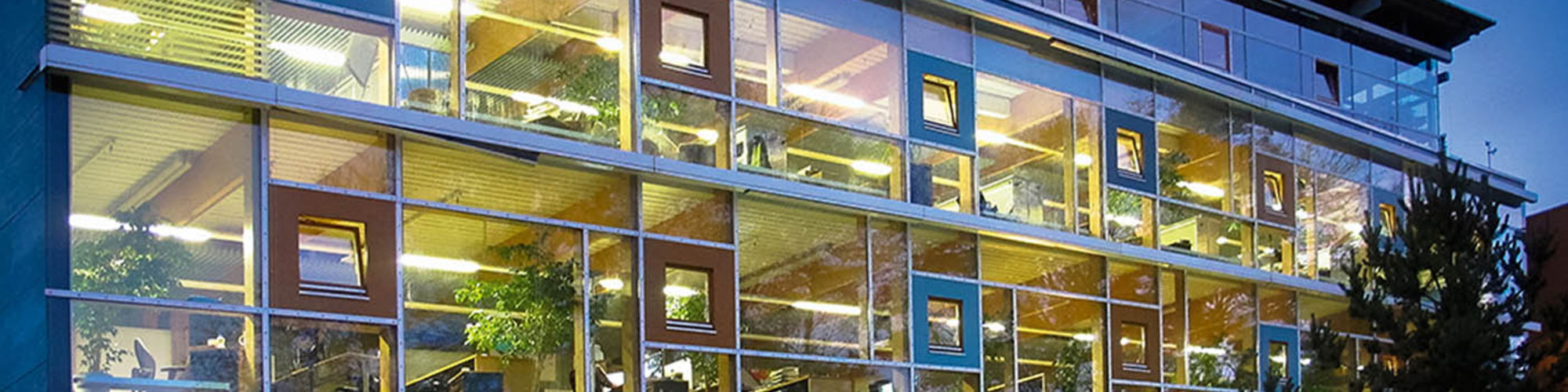 Picture of a building with many glass fronts, valantic Case Study Sortimo
