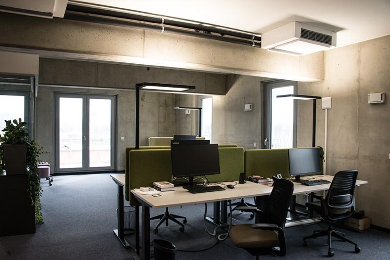 Foto des valantic ERP Consulting Büros in Dresden mit Schreibtischen