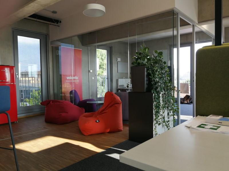 Foto aus dem valantic ERP Consulting Büro in Dresden mit Blick auf den Freizeitbereich