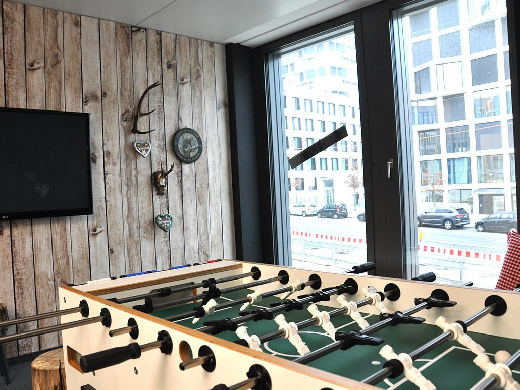 Bild von einem Aufenthaltsraum mit Kickertisch, valantic Niederlassung München
