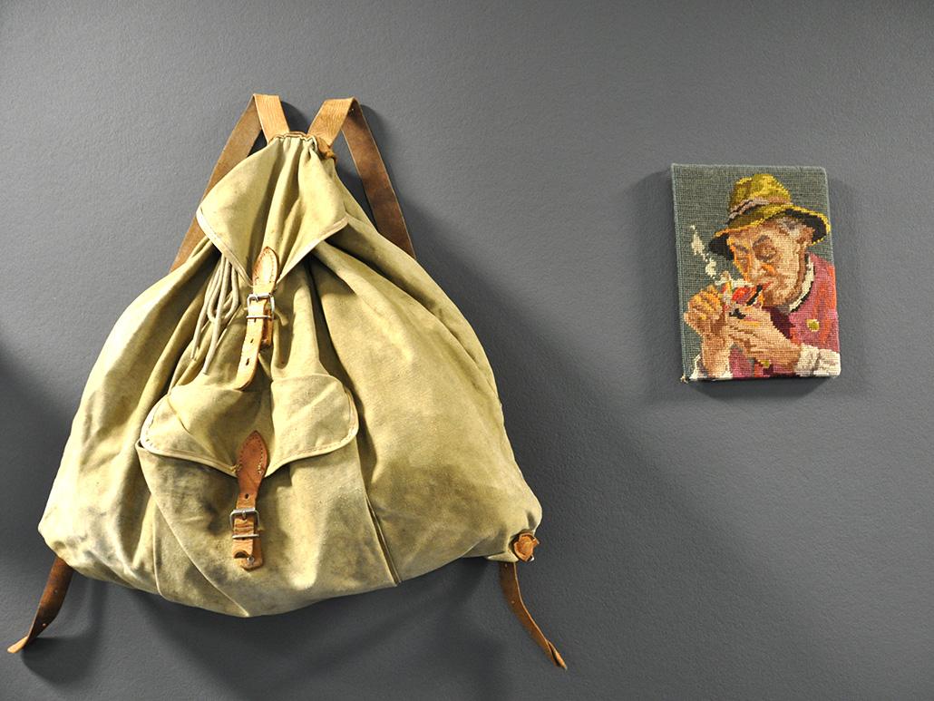 Bild eines Rucksacks als Wanddekoration, valantic Niederlassung München