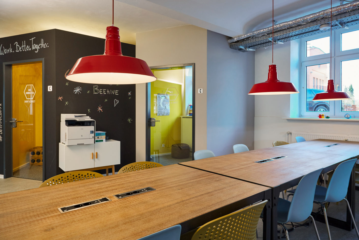 Image of the Co-working space BEEHIVE, working place of the netz98 - a valantic company employees in Hamburg, common room
