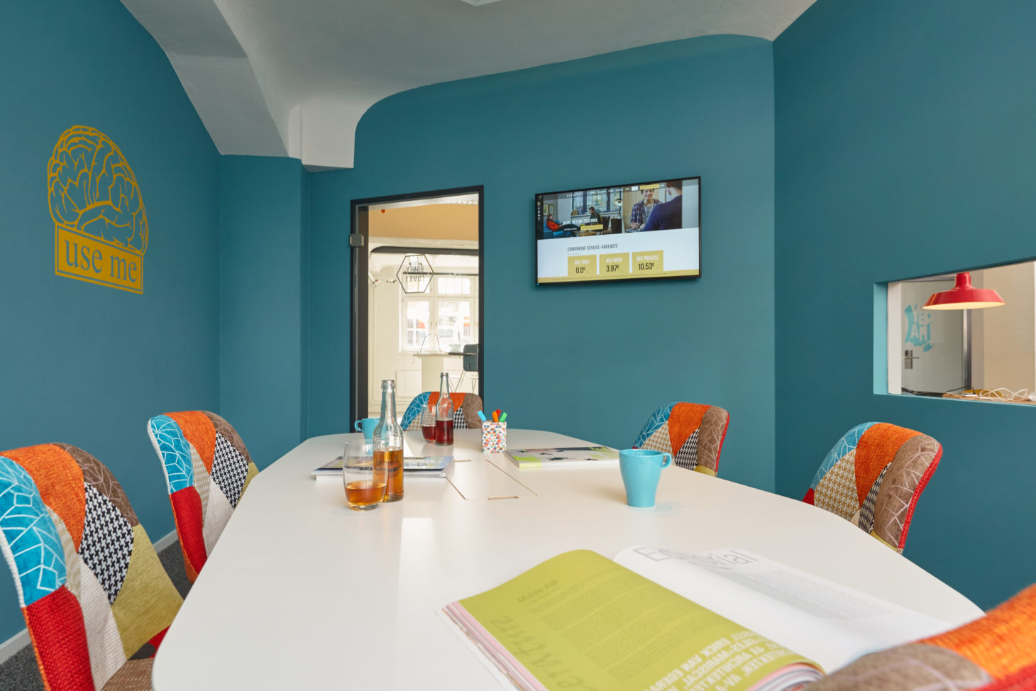 Image of a Meetingroom, Co-working space BEEHIVE at netz98 - a valantic company in Hamburg, meeting room
