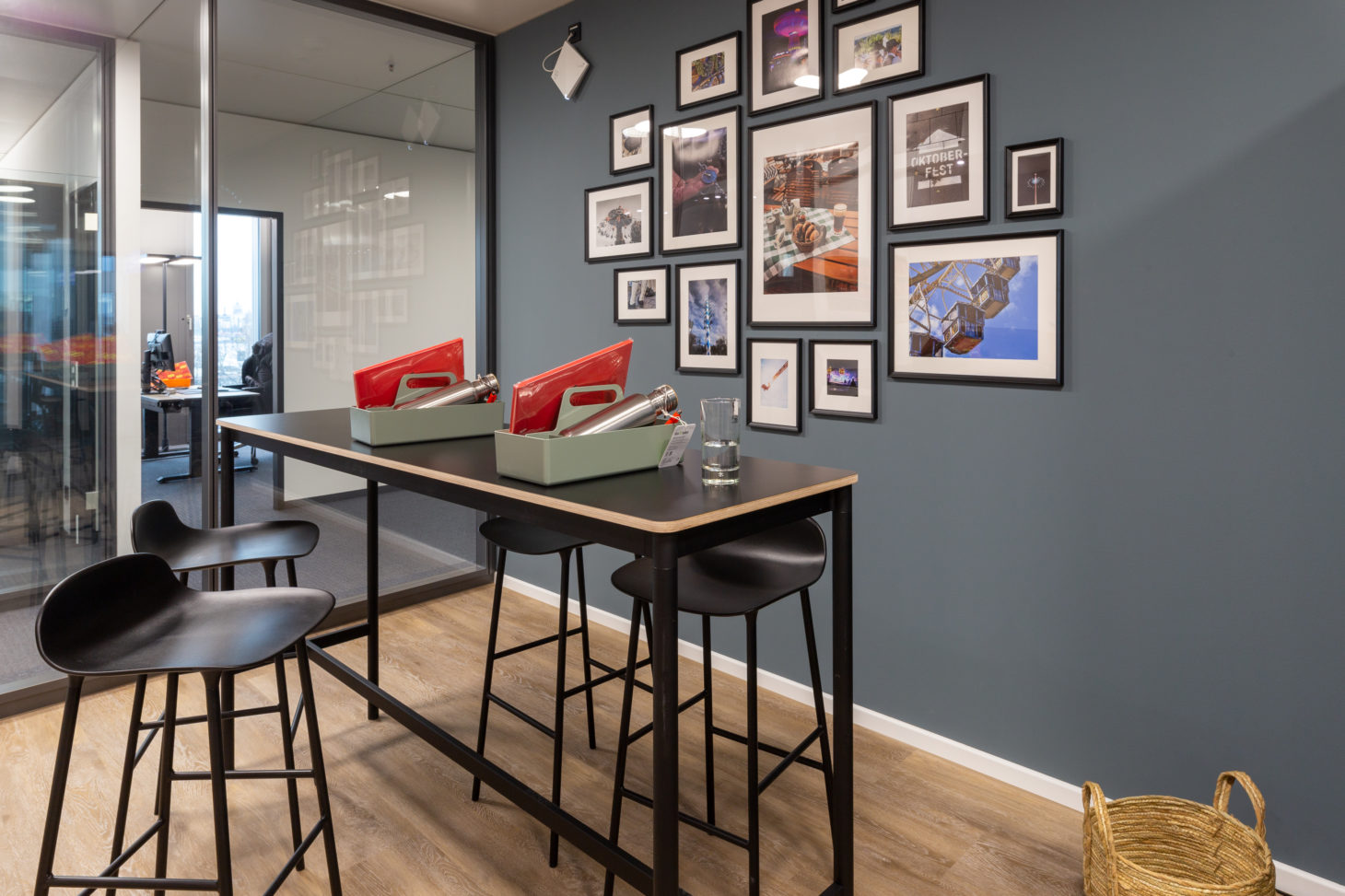 Picture of a kitchen with bar stool and picture wall, valantic branch Supply Chain Excellence Munich