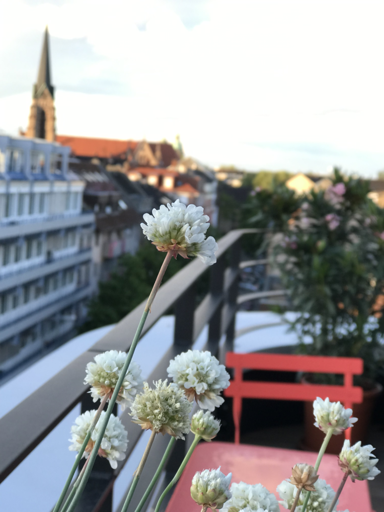 Image of a balcony and flowers, office of valantic Customer Engagement & Commerce (CEC) in Mannheim
