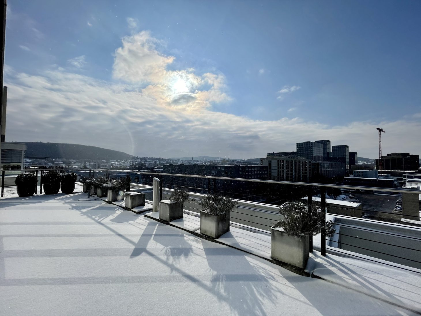 Image of the roof terrace of the valantic branch in Zurich in winter