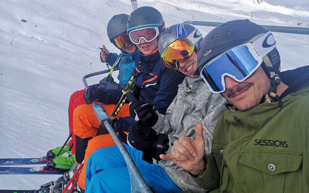 Picture of valantic employees on the ski lift