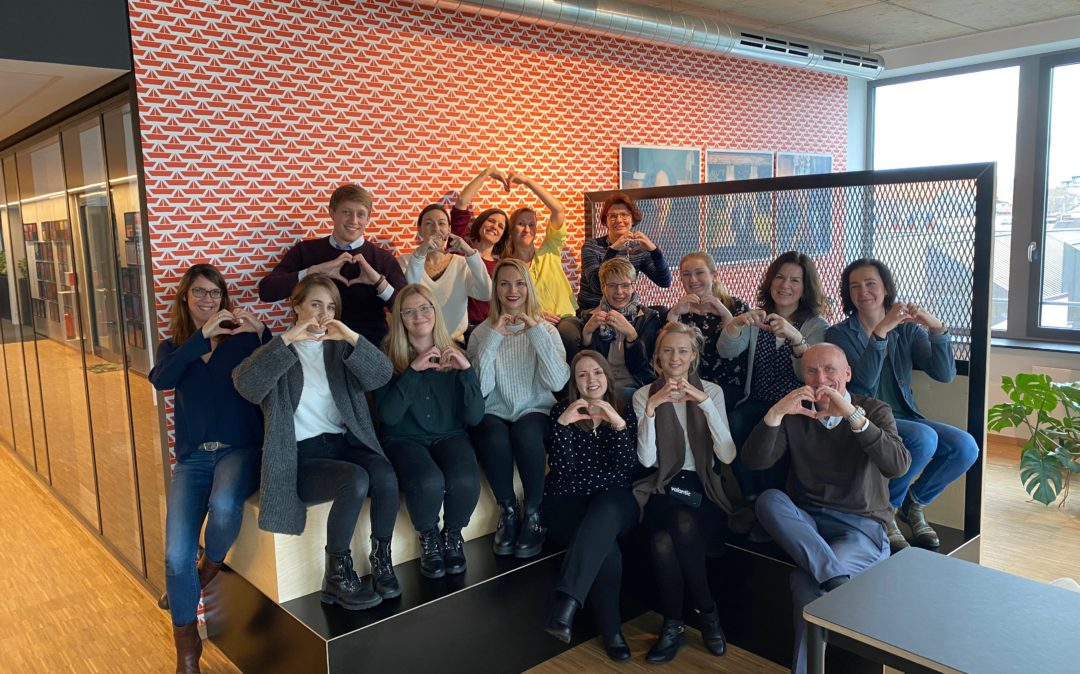 Picture of valantic employees who form hearts with their hands